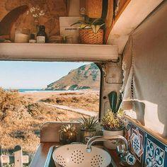 16 Camping Hacks You'll Wish You Knew Earlier - Camping - Natur Ideen Motorhome, Camper Van Life, Van Conversion Interior, Bus Living, Tiny Living, Van Dwelling, Kombi Home, Vanz, Van Camping