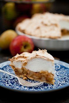 Apple pie with meringue Apple Recipes, My Recipes, Sweet Recipes, Cake Recipes, Cooking Recipes, I Love Food, Good Food, Fruit Pie, Meringue Pie