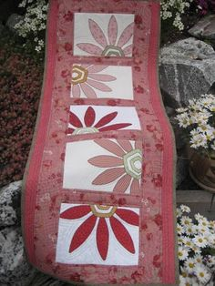 bed runner / table runner, this would be really pretty in spring colours and flowers Bed Runner, Table Runner And Placemats, Quilted Table Runners, Skinny Quilts, Place Mats Quilted, Quilted Gifts, Quilted Table Toppers, Tablerunners, Sewing Table