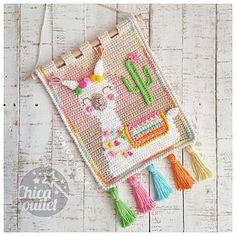 Crochet Wall Art, Crochet Wall Hangings, Tapestry Crochet, Crochet Home, Love Crochet, Crochet For Kids, Crochet Crafts, Yarn Crafts, Crochet Projects