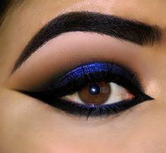 Maquiagem azul marcada