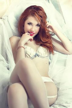 A collection of 31 photos of sexy redhead babes. Hot girls with red hair, fair skin and freckles is a recipe for good. Sexy Poses, Sexy Lingerie, White Lingerie, Beautiful Lingerie, Estilo Lolita, Sexy Girl, Models, Nylons, Toddler Girls