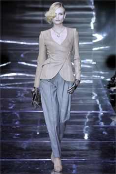 Take a look to Giorgio Armani Privé Haute Couture Fall Winter 2008/2009collection: the fashion accessories and outfits seen on Parigi runaways.