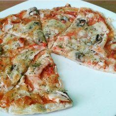 """966 Likes, 10 Comments - """"FIT"""" RECEPTY (@fit.recepty) on Instagram: """"Fitness pizza 80g ovsená múka (pomleté vločky) 1 PL tvaroh jemný nízkotučný 1 celé vajíčko Morská…"""""""