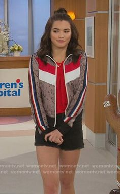 Alexa's snakeskin print track jacket on Alexa Paris Berelc, Other Outfits, Cool Outfits, Casual Outfits, Cute Celebrities, Celebs, Fashion Tv, Fashion Outfits, Tv Show Outfits