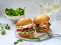 Kanahampurilainen Coleslaw, Salmon Burgers, Bbq, Food And Drink, Favorite Recipes, Chicken, Ethnic Recipes, Barbecue, Barrel Smoker