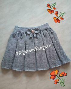 Günaydınlar..❤ . .  Sevgili Ceren hanımın istediği üzerine gri renk hazırladım,her rengi ayrı güzel olduğu gibi ben griyide çok beğendim… Baby Sweater Patterns, Baby Knitting Patterns, Knitting For Kids, Baby Patterns, Crochet For Kids, Sewing For Kids, Crochet Baby, Knit Crochet, Baby Sweaters