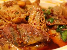 Fu qi fei piang recipe (Sichuan cold spicy salad with sliced beef brisket and offal) Though the dish is traditionally made with lung, here in the US you're more likely to find the spicy Sichuanese sauce coating thin slices of beef brisket and tripe. Tripe Recipes, Meat Recipes, Asian Recipes, Healthy Recipes, Game Recipes, Chinese Recipes, Healthy Food, Chinese Bbq Pork, Chinese Food