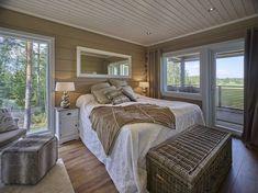 Beautiful range of log homes from Finland Scandinavian Living, Scandinavian Design, Interior Decorating, Interior Design, Grand Designs, Scandi Style, Sustainable Design, Log Homes, Hygge