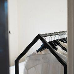 grand portant sur roulettes penderie mobile Clothing House - Essem Design - LAPADD.com