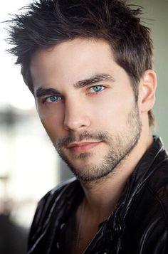 布兰特.道格尔迪3 beautiful eyes sparkling blue