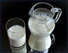 Nabiał jest sprzymierzeńcem zdrowych zębów. Mleko, jogurt czy kefir zawierają, m.in. wapń i witaminę D, które pomagają w utrzymaniu zdrowych zębów.