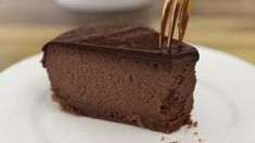 This chocolate cheesecake is a simple and delicious dessert. Make and share this Chocolate cheesecake recipe from all-recipes. How To Make Chocolate, Homemade Chocolate, Delicious Chocolate, Delicious Desserts, Dessert Recipes, Chocolate Cheesecake Recipes, Cheesecake Cake, How To Make Cheesecake, How To Make Cake