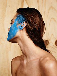 Portraits of Girls with Original Makeup & Powder on their Faces – Fubiz Media