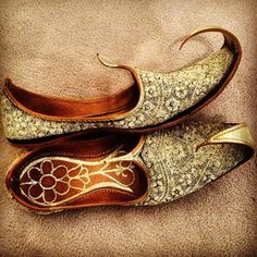 Jutti - ladies shoes of Punjab Press Visit link above for more options. Get your punjabi jutti today. Me Too Shoes, Men's Shoes, Shoe Boots, Suede Shoes, Indian Fashion, Mens Fashion, Groom Fashion, Fashion Outfits, Mens Slippers
