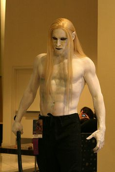Prince Nuada by DalaiMickey, via Flickr Halloween Art, Halloween Costumes, Male Elf, Elf Cosplay, Legends And Myths, Zombie Makeup, Fantasy Costumes, Amazing Cosplay, Male Physique