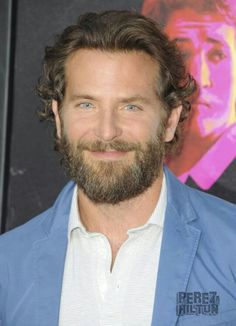Bradley Cooper Joins Miles Teller & Jonah Hill At L.A 'War Dogs' Premeire!: Photo Bradley Cooper is dapper in a baby blue suit while attending the premiere of his latest film War Dogs held at the TCL Chinese Theatre on Monday (August in Hollywood. Bradley Cooper Hair, Brad Cooper, Guy Haircuts Long, Hair And Beard Styles, Hair Styles, Tatted Men, Types Of Beards, Miles Teller, Wavy Hair Men