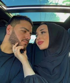 Cute Muslim Couples, Cute Couples Goals, Romantic Couples, Couple Goals, Cute Love Couple, Cute Couple Pictures, Hijab Mode, Muslim Couple Photography, Cute Relationship Texts