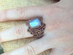 Blue light moonstone macrame ring Gem stone ring por ARTofCecilia