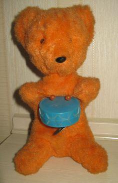 Медведь механический заводной с барабаном жёлтый. Поиск игрушек, детских книг и настольных игр СССР -  http://doska-obyavleniy-detstva.blogspot.ru/