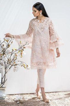 Indian Gowns, Net Dresses Pakistani, Pakistani Fashion Party Wear, Pakistani Wedding Outfits, Pakistani Couture, Pakistani Dress Design, Designer Kurtis, Designer Dresses, Salwar Kameez