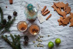 Gör en god äppelglögg till jul, receptet hittar du här: http://martha.fi/svenska/start/recept/view-51918-803