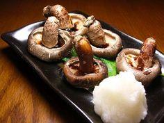 生シイタケの醤油焼き grilled fresh Shiitake mushrooms in soy sauce Soy Sauce, Japanese Food, Grilling, Stuffed Mushrooms, Pudding, Fresh, Desserts, Stuff Mushrooms, Tailgate Desserts