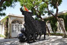El 'Toro de Swarovski' llega al Puerto de Santa María, tras su paso por Madrid http://www.vinetur.com/2013080213035/el-toro-de-swarovski-llega-al-puerto-de-santa-maria-tras-su-paso-por-madrid.html
