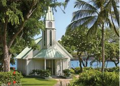 Start your new lives together in Keauhou at our wonderful ocean side chapel with an emerald green velvet lawn and shining white gazebo. Sheraton Kona Resort is a stunning location for you to celebrate your love.