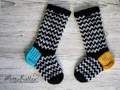 Suomi on miljoonien villasukkien maa – kuvaa meille omasi Wool Socks, Knitting Socks, Marimekko Fabric, Baby Booties, Mittens, Needlework, Knit Crochet, Slippers, Barn