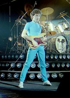 slide for more deaky😘❤️ Brian May, John Deacon, Save The Queen, I Am A Queen, Freddie Mercury, Roger Taylor, Queen Photos, We Will Rock You, Queen Band