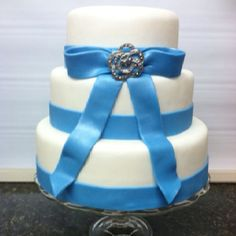 Wedding Cakes I need this in a square with glittery icing :)