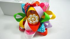 How to make a multi color open ribbon flower - EP - simplekidscrafts - simplekidscrafts Ribbon Hair Bows, Diy Hair Bows, Diy Bow, Ribbon Flower, Fabric Flowers, Diy Craft Projects, Diy Crafts, Gift Wraping, Bow Tutorial