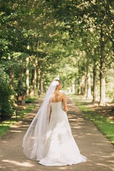 Simplicity.  Morris Arboretum Wedding: Aimee and Charles » Isabel March Photography | The Blog |