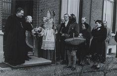 Pastoor in Cromvoirt krijgt bezoek van Sinterklaas by Brabant Bekijken, via Flickr