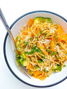 makarony | Dietetyk rodzinny Thai Red Curry, Feta, Spaghetti, Ethnic Recipes, Blog, Blogging, Noodle
