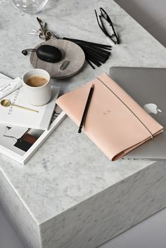 Only Deco Love: My favorite brass details Flat Lay Photography, Coffee And Books, Do It Yourself Home, Study Motivation, Perfect Photo, Business Women, Stationery, How Are You Feeling, Branding