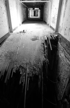 Modern ruins, abandoned places photography - LotusTalk - The Lotus Cars Community . places where has on the things people abandoned. Abandoned Buildings, Abandoned Mansions, Old Buildings, Abandoned Places, Haunted Places, Real Haunted Houses, Jolie Photo, Old Houses, Beautiful Places