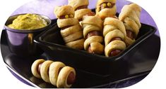 HALLOWEENIES. Need some ideas on what to make for a family breakfast or brunch? We've got some fun, easy-to-make, Halloween-inspired breakfast recipes that will brighten up your morning! Entree Halloween, Halloween Appetizers, Halloween Food For Party, Halloween Treats, Spooky Halloween, Halloween Costumes, Halloween Foods, Spooky Scary, Halloween 2017