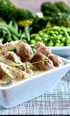 A deliciously different sausage recipe – Pork sausages and mushrooms cooked in wholegrain mustard, creme fraiche and cider. Perfect served with creamy mashed potatoes and lots of peas.