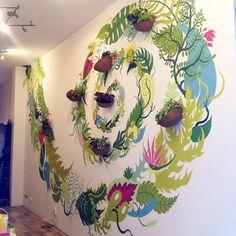 I keep working on the hybridation of living plants and painted ones :) #amsterdam #wallart #urbanculture #art #wallpainting #urbanart #golahundun #painting #plants #leaves