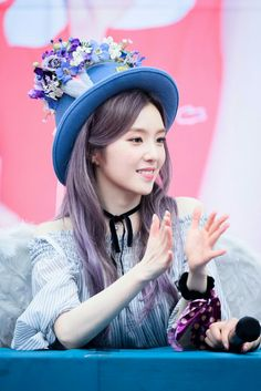 Bae Joo-hyun (배주현) also known mononymously as Irene (아이린) of Red Velvet (레드벨벳) | I simply loved how amazing she looked with that purple grayish hair. She's just so incredibly beautiful!! ❤❤