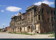 New developments combined with recent mysterious fires have residents of the Brush Park crying foul.  In spite the of menacing appearance of the district, there are numerous restorations that have occurred over the years in the face of great obstacles as seen in the next picture.