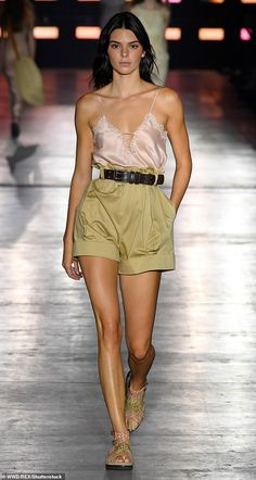 Kendall Jenner stuns in a silky camisole at Alberta Ferretti MFW show - Pretty as a picture: The brunette bombshell went for summery chic in a plunging camisole a… - Kendall Jenner Estilo, Kendall Jenner Body, Estilo Kardashian, Kendall Jenner Outfits, Kendall And Kylie, Camisole Outfit, Lace Camisole, Le Style Du Jenner, Modelos Fashion