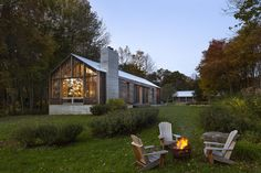 Overlooking Lake Upton in the Hudson Valley, the Clinton Corners House offers a bespoke retreat in prefab form. The dwelling is based on Lake|Flato's Porch...