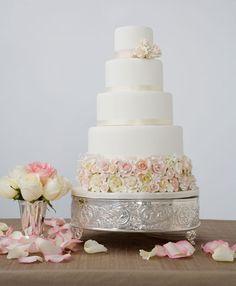 roses in bloom wedding cake