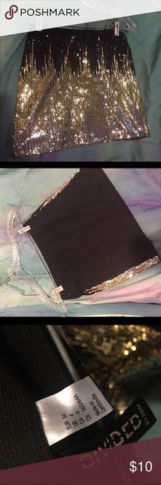 Gold\black sequin sparkling mini skirt Bodycon sparkle skirt, worn once. Mint condition! H&M Skirts Mini