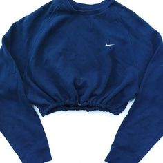 Reworked Nike Raglan Crop Sweatshirt Navy ❤ liked on Polyvore featuring tops, hoodies, sweatshirts, sweatshirts hoodies, navy blue crop top, nike sweatshirt, crop top e blue sweatshirt
