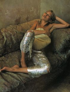 Lay back and enjoy the moment....Kate Moss looks so relaxed on this settee. Grab a cup of tea and chill out. Metallic trousers not included....