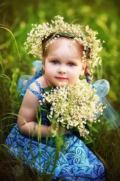 Little girl with flowers Precious Children, Beautiful Children, Beautiful Babies, Little Girl Dresses, Little Girls, Cute Kids, Cute Babies, Little Doll, Baby Kind
